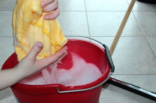 putz-bucket-1290940_640
